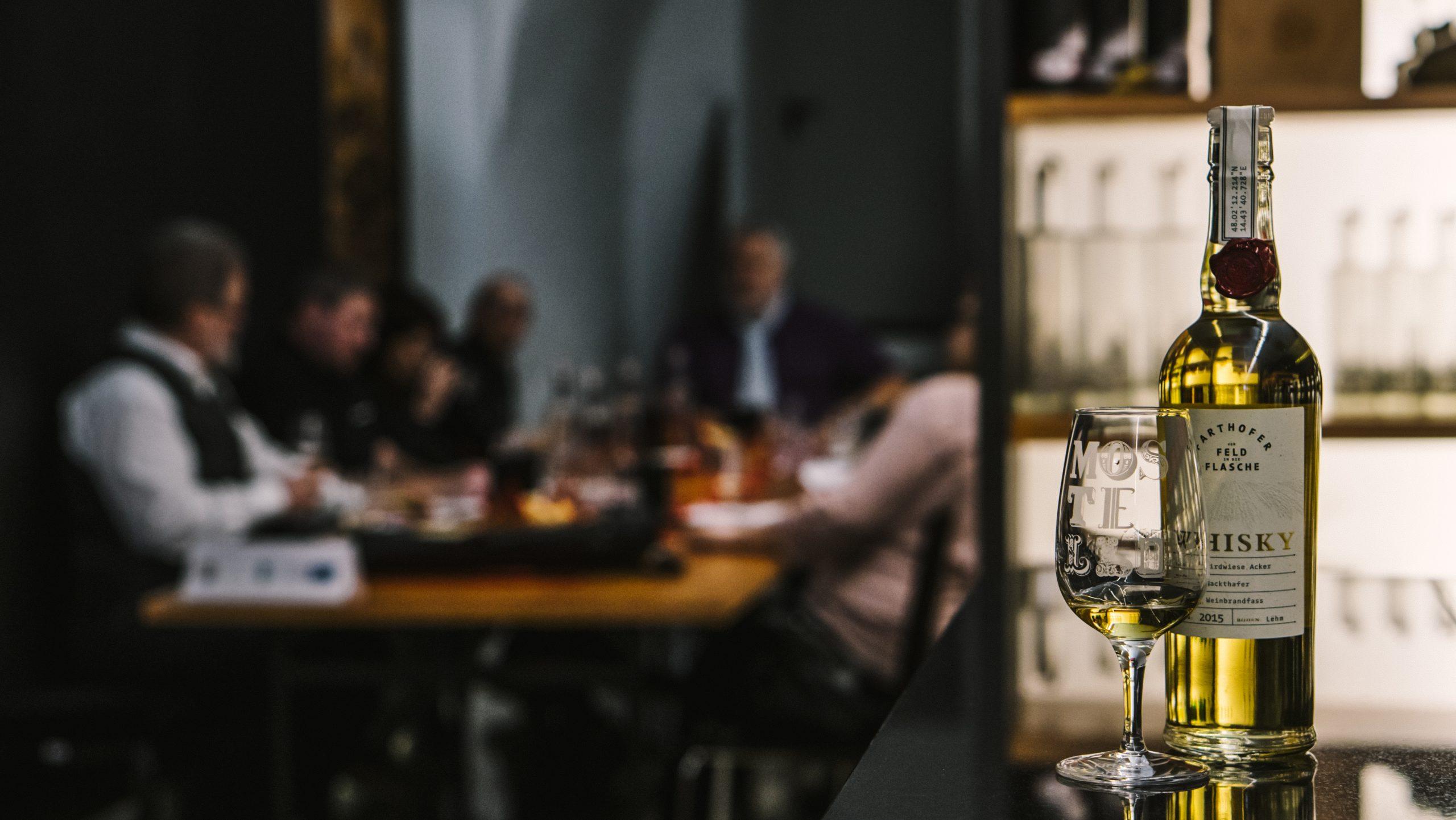 Whiskyprofis kosten die Roh-Destillate en primeur