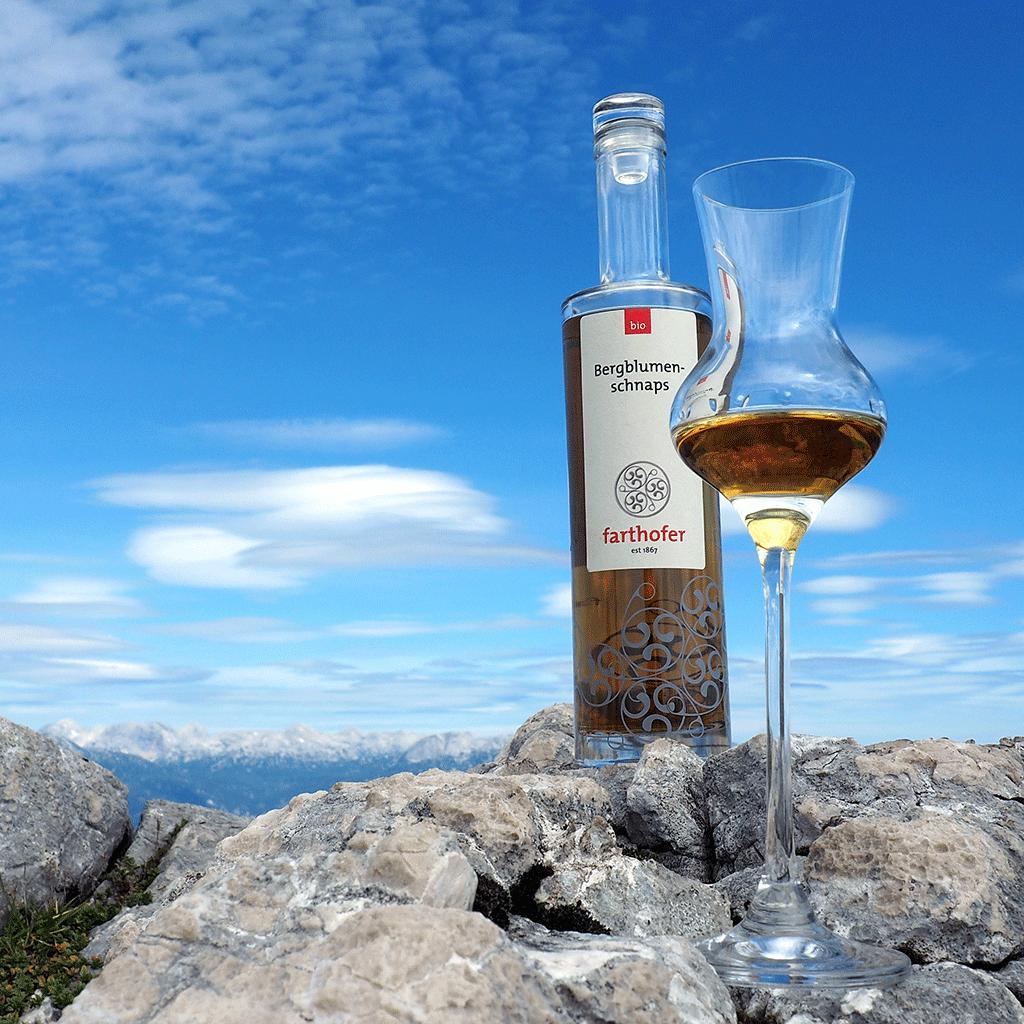 Bergblumenschnaps (350 ml) mit Glas- Destillerie Farthofer