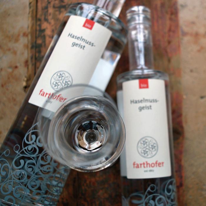 Bio Haselnussgeist (700 und 350 ml) - Destillerie Farthofer