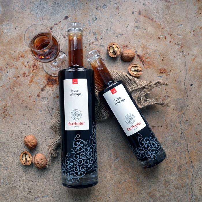 Bio Nussschnaps von oben (700 und 350 ml) - Destillerie Farthofer