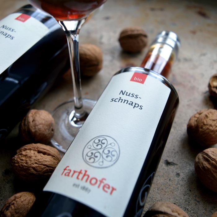 Bio Nussschnaps (700 und 350 ml) - Destillerie Farthofer