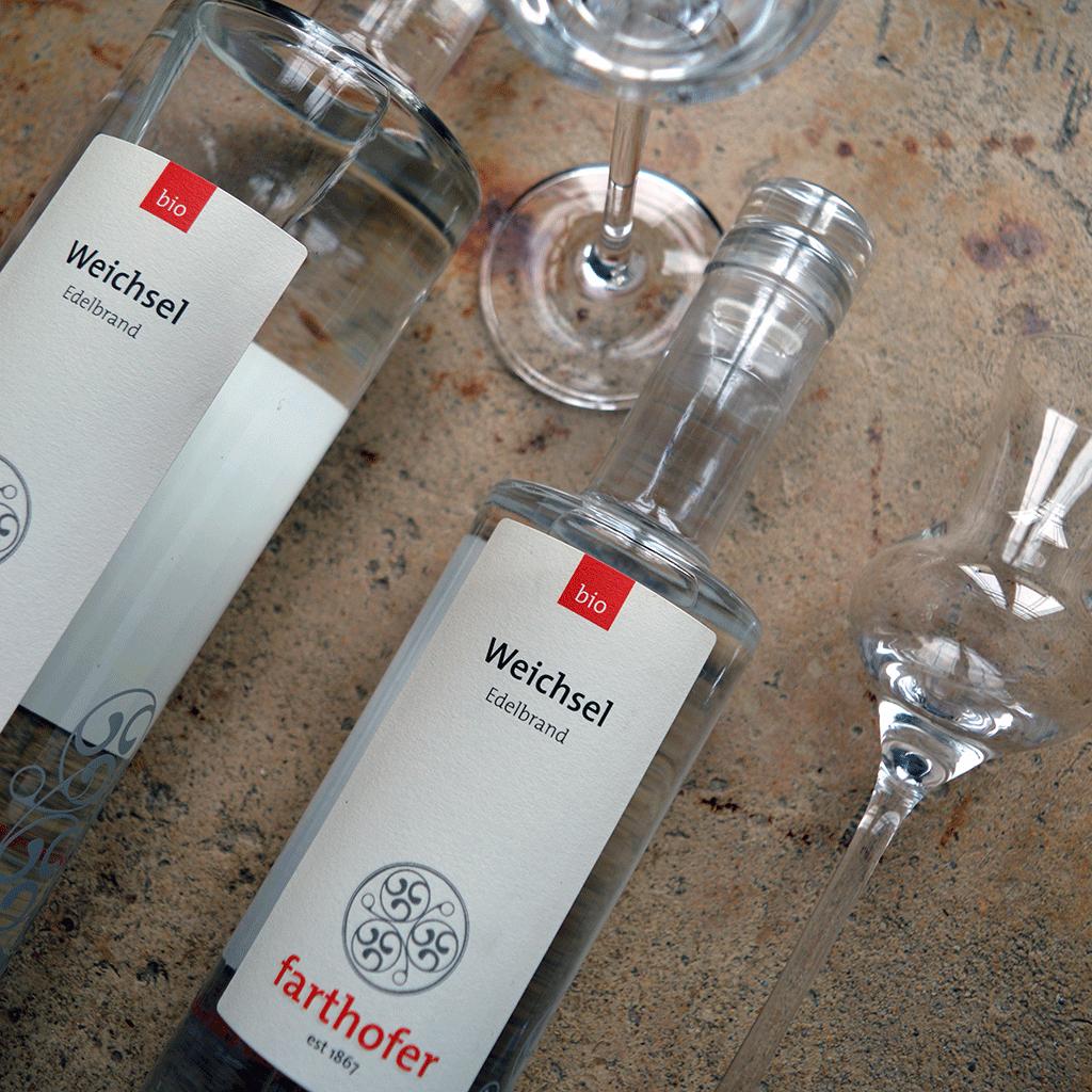 Bio Weichselbrand mit Glas (700 und 350 ml) - Destillerie Farthofer