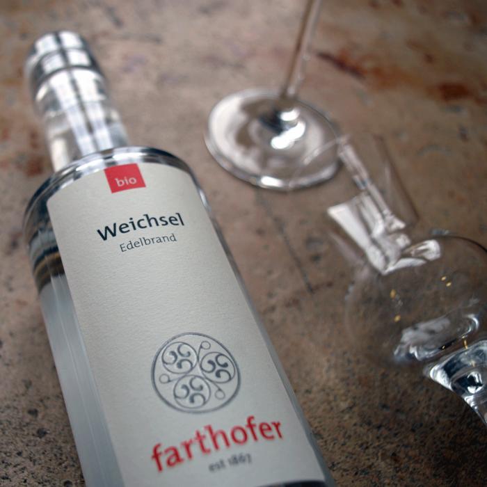 Bio Weichselbrand mit Glas (700 ml) - Destillerie Farthofer