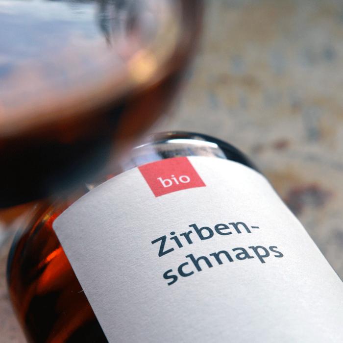 Bio Zirbenschnaps (350 ml) mit Glas - Destillerie Farthofer